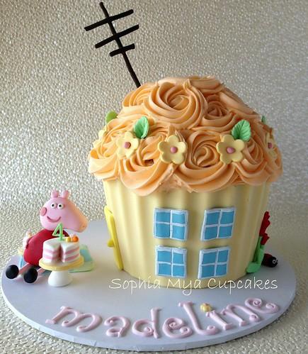 Peppa Pig Giant Cupcake Cake