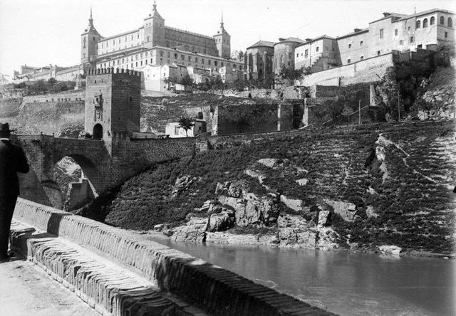 Puente de Alcántara en 1901. Fotografía de René Ancely © Marc Ancely, signatura ANCELY_1901_2919_2918