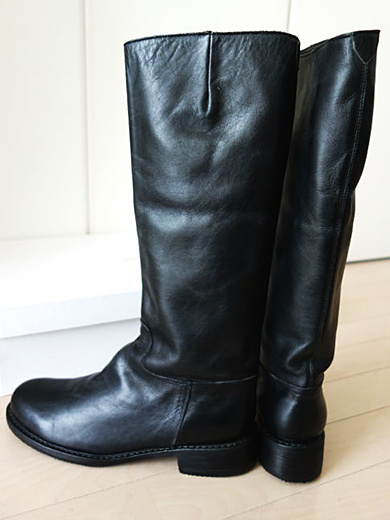 black leather boots from zucca cruising girls combing