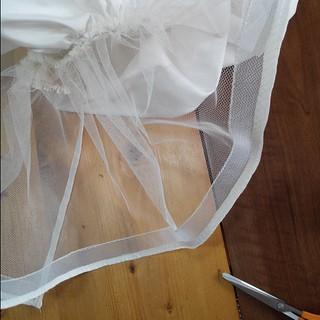 Things that go into the making of a #wedding #dress , or how to confuse gravity. #sewing  Des bouts de l'intérieur d'une #robe d #mariée , ou comment gruger avec la pesanteur... #couture #bride