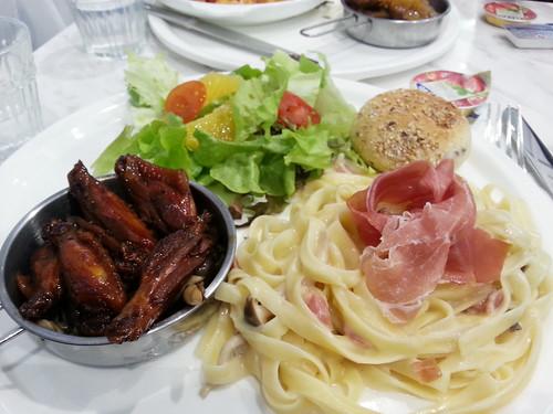 薯的午餐set - 沙律小圓包配白汁火腿闊麵併瑞士雞翼