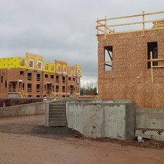 Wet weather doesn't stop the progress at #Millstone on the park in #Oakville! #LifeStoreys
