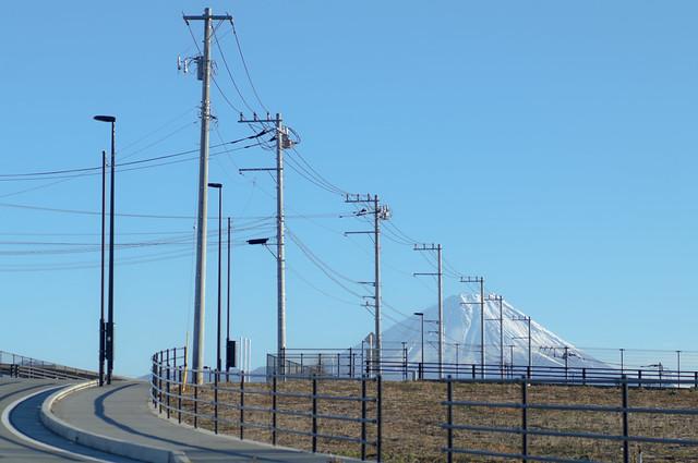 富士山と電線の相似形