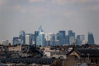 Vue sur La Défense depuis la terrasse des Magasins du Printemps