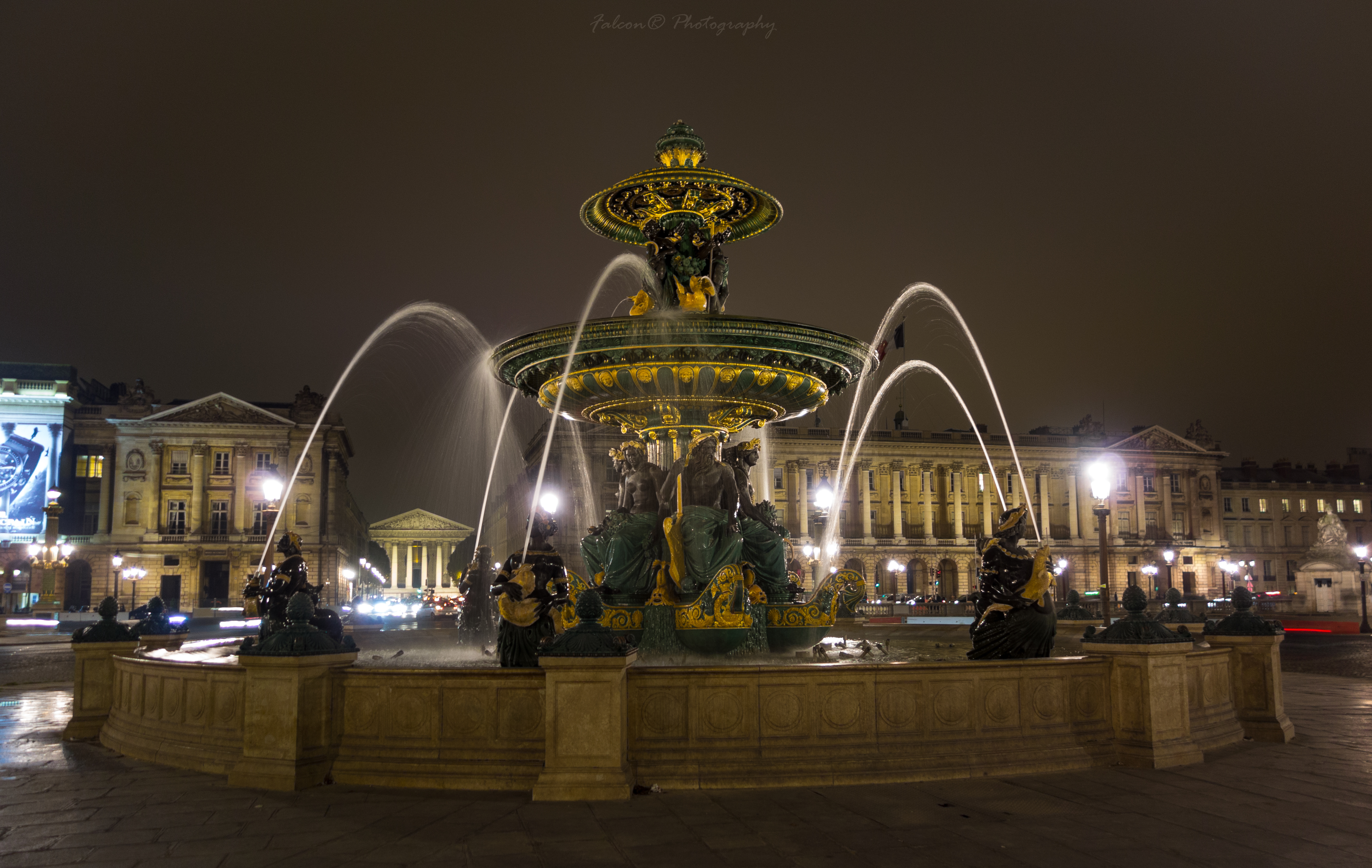 Discover the beauty of Paris by night