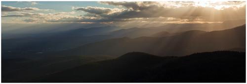 light sunset sky panorama sun clouds canon de landscape golden soleil wide coucher panoramic ciel alsace hour 24mm nuages paysage château vosges panoramique haut basrhin crêtes 600d hautkœnigsbourg orschwiller kœnigsbourg