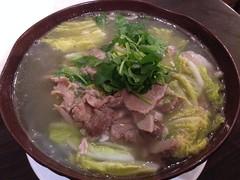 kuy teav(0.0), hot pot(0.0), kalguksu(0.0), noodle(1.0), bãºn bã² huế(1.0), noodle soup(1.0), soto ayam(1.0), pho(1.0), food(1.0), dish(1.0), soup(1.0), cuisine(1.0), nabemono(1.0),