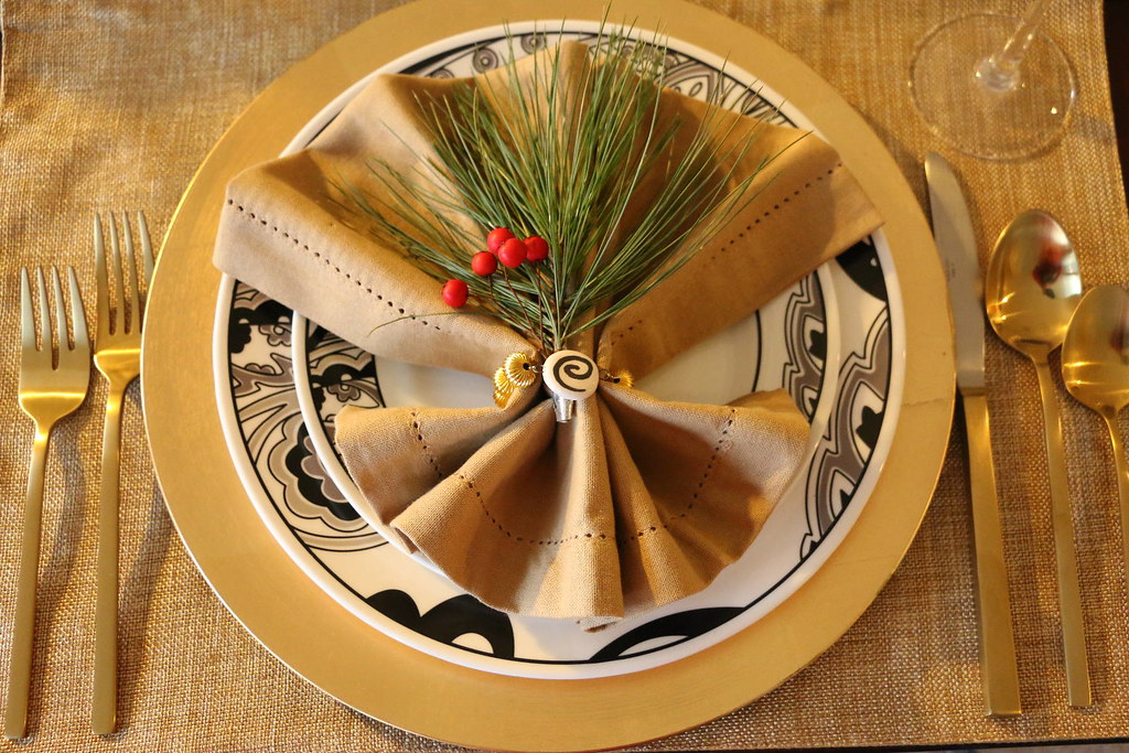 intimate Christmas Eve Dinner, table setting, tablescape