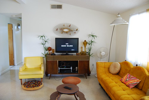 Livin room with papyrus