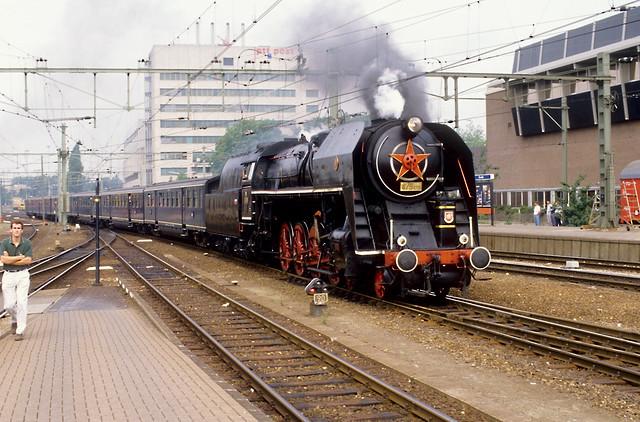 Zwolle, 28-07-1989. CSD 475 179 met pensioenexpres 47 naar Groningen komt binnen op spoor 3.