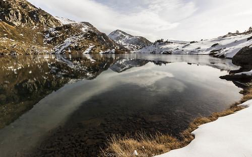 nature canon lago agua nieve sigma paisaje otoño hielo andorra reflejos montañas pirineos andorre ordino canoneos50d principatdandorra андорра kikematas lightroom4 sigma1020f35exdchsm estanyembalçat