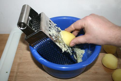 40 - Kartoffeln reiben / Grate potatoes