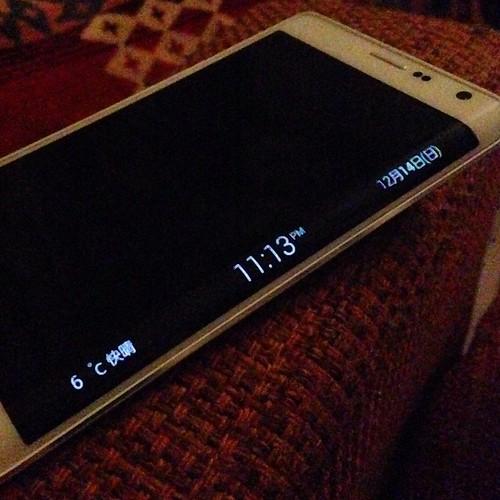 夜は良い感じのデジタル時計になります。  #GALAXYアンバサダーモニター #GALAXYNoteEdge