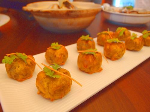 呷米共食廚房製作的地瓜茶巾,地瓜來自灣寶洪箱所種