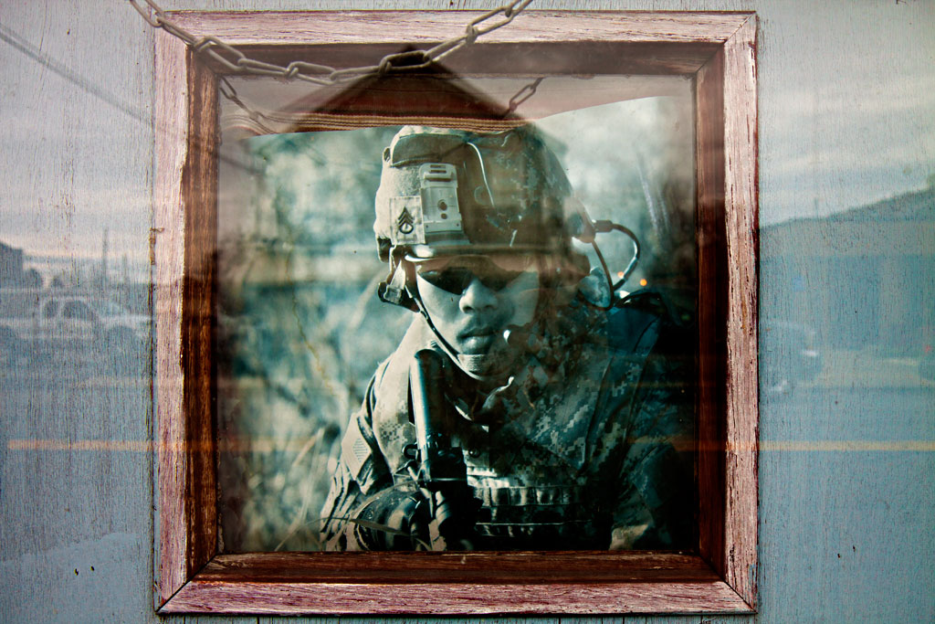Image-of-soldier-on-door--Taylor