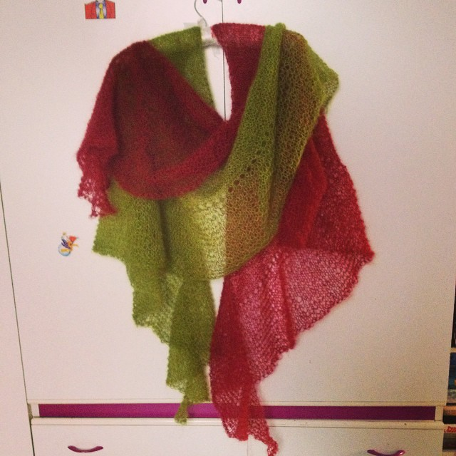 Due eidolon pronti #instaknit #iolavoroamaglia #ameliabefana #fattoamano #handmade #igknitters #knittersofinstagram #knittingfriend #kalfromitaly #kaldinatale #serialknitter #lisamutch #yarn