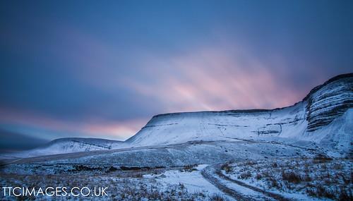 longexposure winter wales landscape dawn earth breconbeacons penyfan blackmountains llynyfanfach