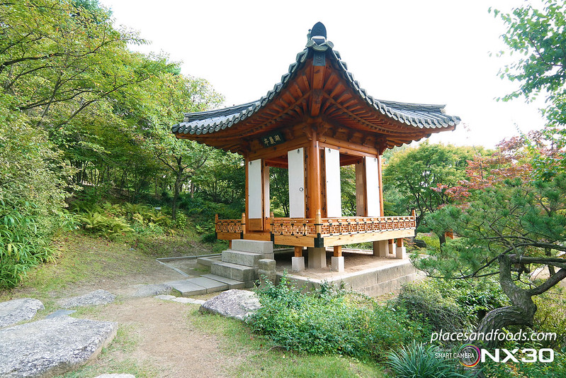 hee won garden autumn wooden pavilion