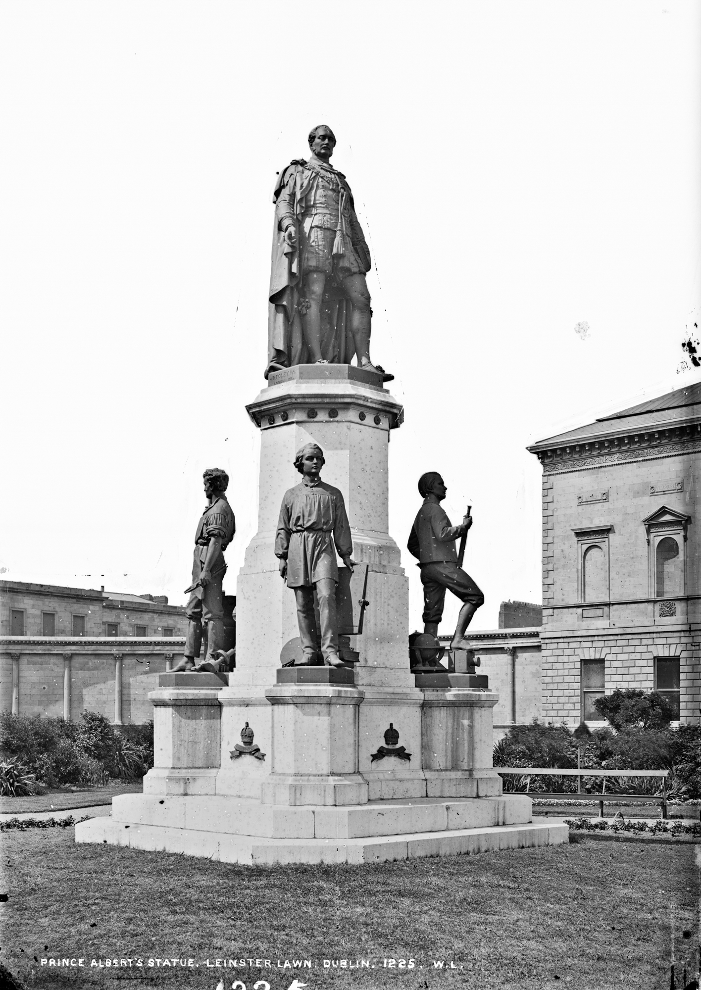Prince Albert's statue, Leinster Lawn