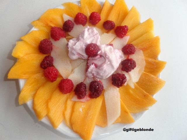 Obstblume mit Himbeertopfen