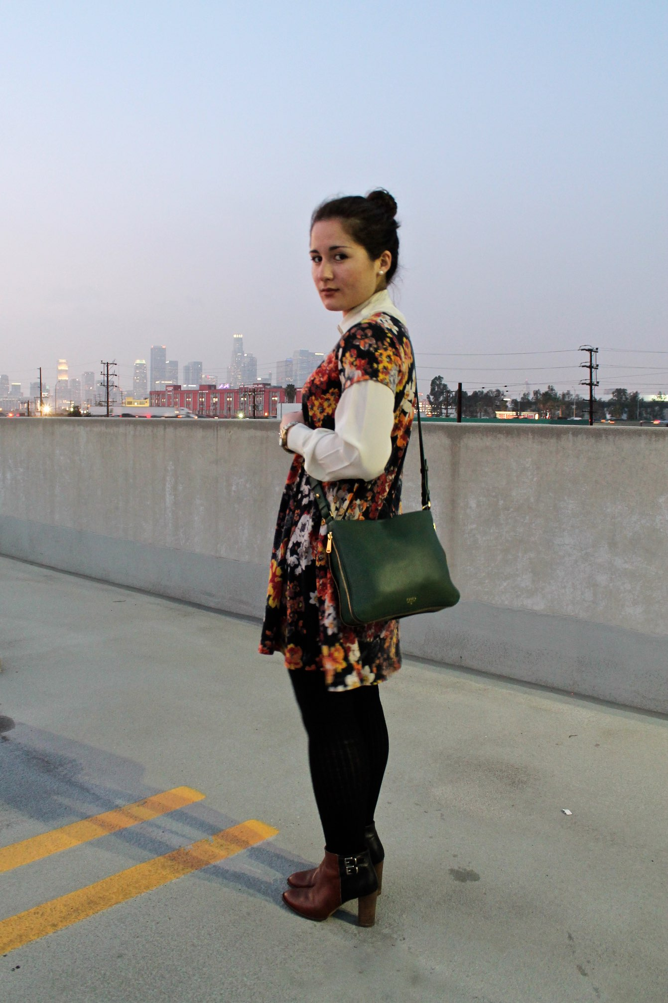 green color pop styling idea: green handbag + floral dress