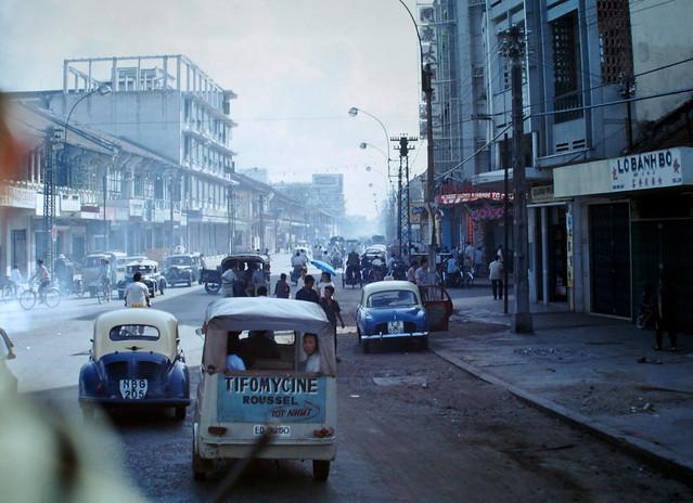 CHOLON 1967 - Đại tửu lầu Đồng Khánh, góc ngã tư Đồng Khánh-An Bình - Photo by Clyde C. Fletcher