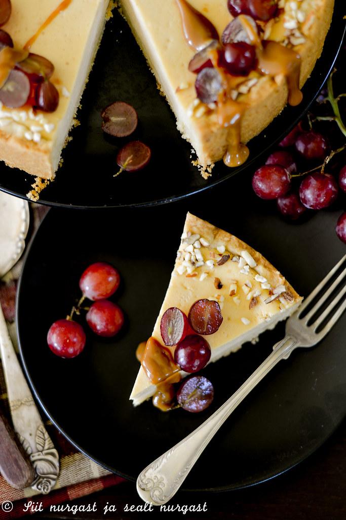karamelline toorjuustu-kohupiimakook viinamarjadega
