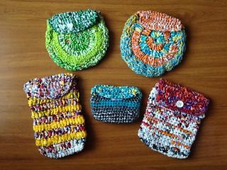 Estuches de bolsas plásticas tejidas a crochet
