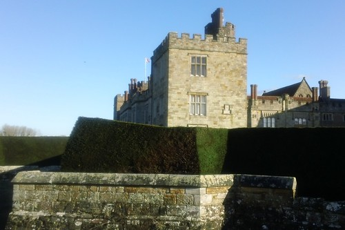 C16th wall, hedge & manor house
