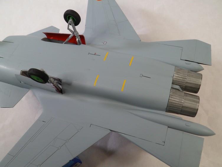 Ainsi les derniers seront les premiers [Sukhoi Su-47 Berkut Hobbyboss] 16020964331_122b3001bf_b