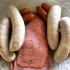 boerewors(0.0), sausage(1.0), frankfurter wã¼rstchen(1.0), vienna sausage(1.0), sujuk(1.0), boudin(1.0), mettwurst(1.0), bologna sausage(1.0), produce(1.0), food(1.0), weisswurst(1.0), breakfast sausage(1.0), kielbasa(1.0), bratwurst(1.0),