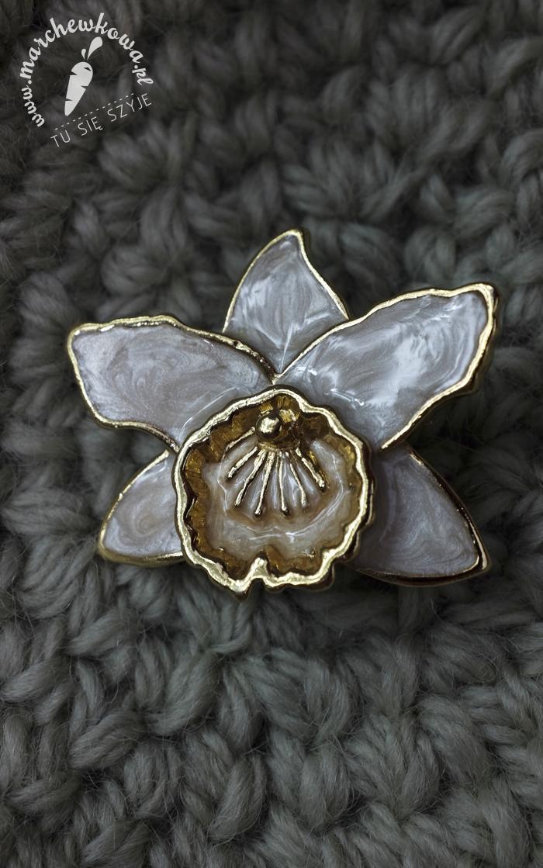 60s brooch