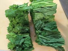 つぼみと茎の部分に切ります