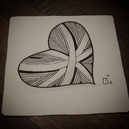 #heart with silver lining ^^ third and last tile at class ^^  #zentangle #zentangles #hesedetangdoodles #monotangle #ゼンタングル