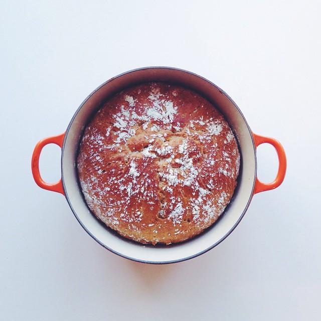 å vera tom for brød er ei bra orsaking for å ta fram gryta og laga deig.
