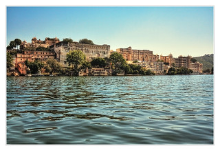 Udaipur IND - Pichola lakeside with City Palace