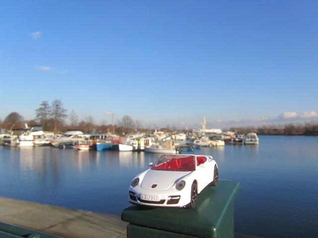 Porsche im Yachhafen