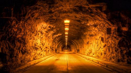 travel tunnel nightdrivng
