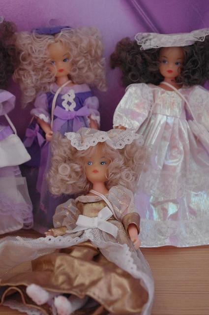 Mignonnes petites poupées... mais qui sont-elles ? 15780092839_cf5fa268a0_z