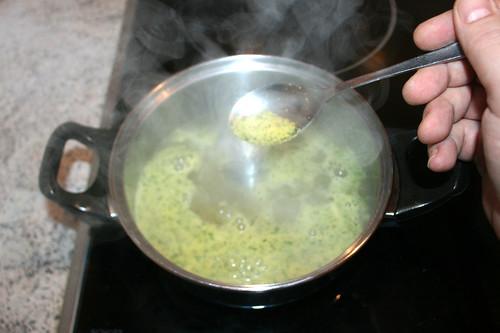 34 - Gemüsebrühe einrühren / Stir in instant vegetable stock