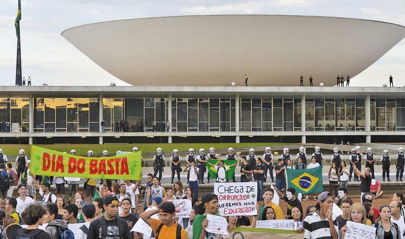 congresso.manifestação.Wilson-Dias_Abr.jpg