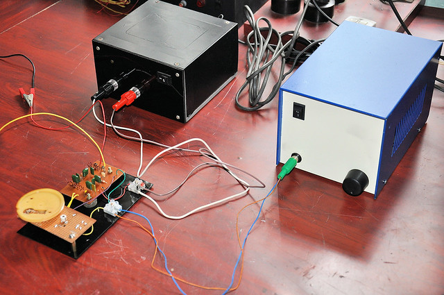 KA22429 testing setup with 5V PSU and AF power amplifier.