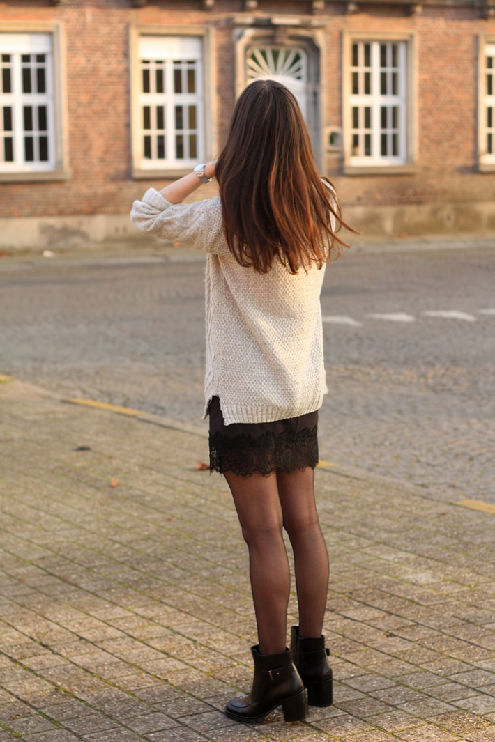 90s outfit cable knit lace slip skirt fishnet tights
