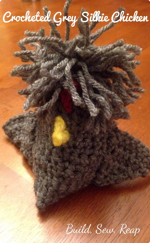 Crocheted Silkie Chicken Http://buildsewreap.com