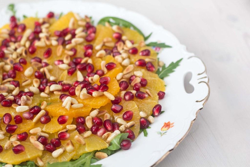 Appelsinsalat med granatæble og pinjekerner - Salater du kan servere juleaften