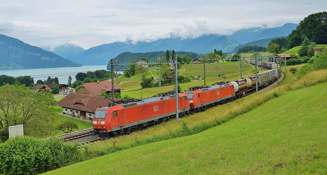 DB Cargo Traxx locomotives_Lake Thun_Einigen_260616_01