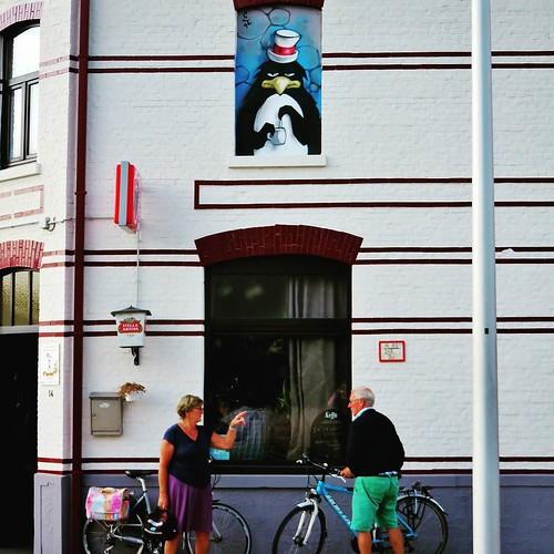 Is the #pinguin overthere? By #Jamz- #Gent #Belgium #streetart #graffiti #streetartbel #visitgent #streetart_daily #urbanart #urbanart_daily #graffitiart_daily #graffitiart #streetarteverywhere #mural #wallart #gentje #gantoise