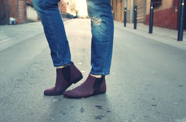 Abrigo gris + botas burgundy