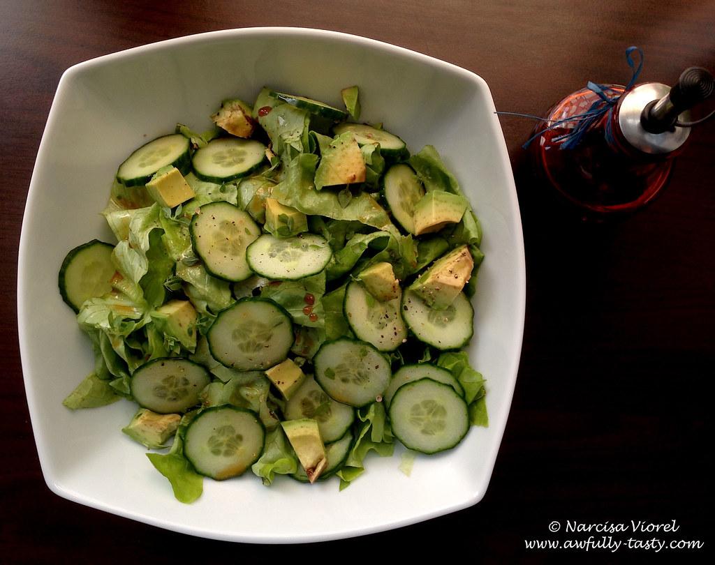 Salata verde cu avocado si castraveti