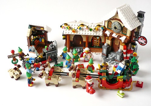 LEGO 10245 Santa's Workshop 29